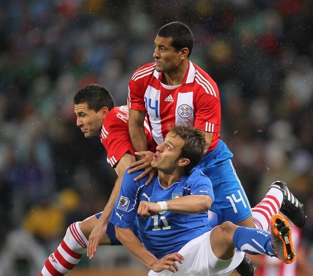 Paguayos e italianos lucharon con todo en el partido.