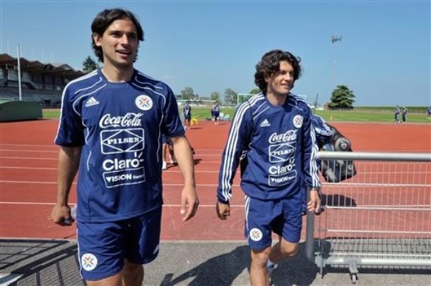 Roque Santa Cruz y Nelson Haedo luchan por estar en la titular.