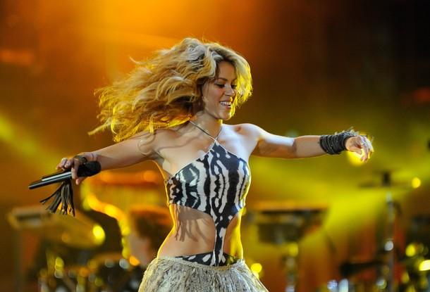 """La colombiana Shakira ínterpretó la canción """"Waka-Waka""""."""