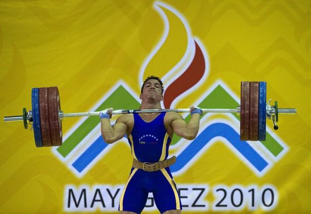 Junior Sánchez obtuvo par de doradas en la segunda jornada.