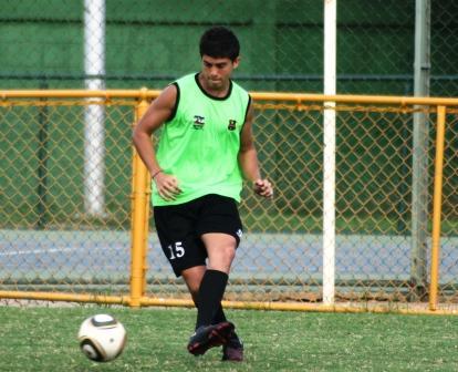 El juvenil Paúl Velásquez es una de las nuevas figuras del petrolero.