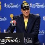 Phil Jackson seguirá con los Lakers