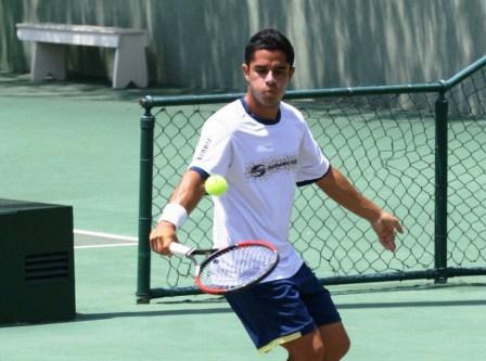 Piero Luisi destaca entre las raquetas criollas.
