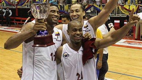 Los venezolanos celebraron su título en el cuadrangular amistoso. Foto: Líder