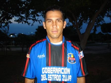 Anderson Arias ya porta la camiseta negriazul.