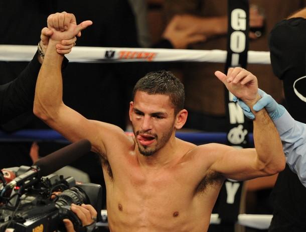 Jorge Linares salió con los brazos en alto y buscará una corona mundial.