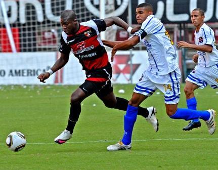 Kerwis Chirinos es pilar de la defensa del Zulia FC.