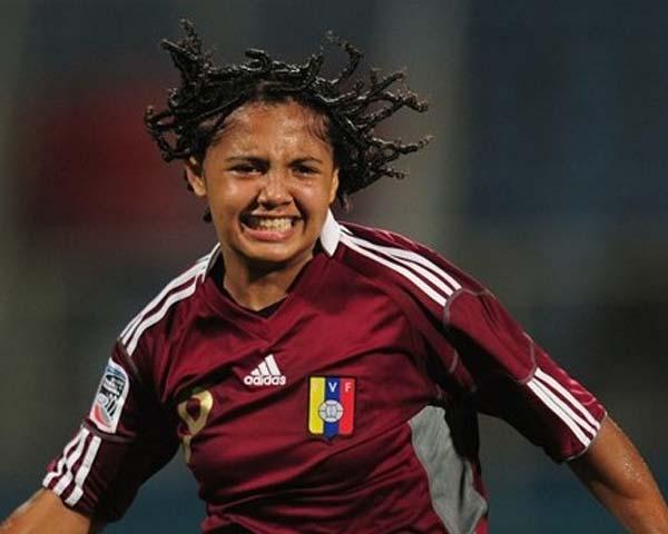 Isaura Viso marcó los dos goles de Venezuela ante Nueva Zelanda.