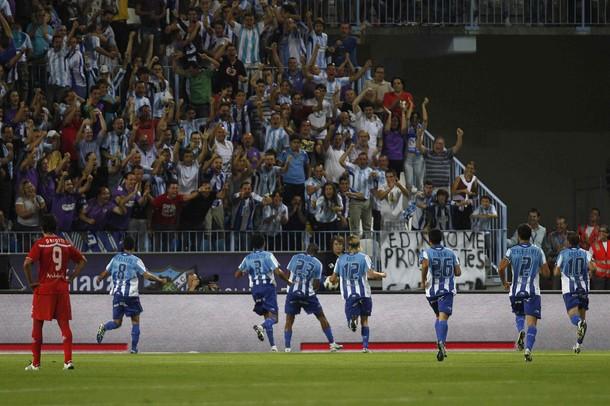 Salomón Rondón celebró con toda la afición su primer tanto.