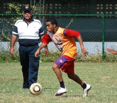 El Dt Miguel Vásquez dirigió su primer entrenamiento con el UAM.