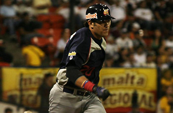 Ramón Castro conectó jonrón de tres carreras en Maracaibo.