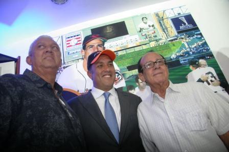 David Concepción y el gobernador Pablo Pérez compartieron con Luis Aparicio.