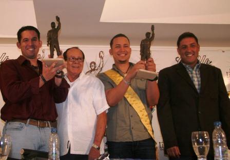 Manuel González, Luis Aparicio, Carlos González y Pablo Pérez durante la presentación del premio.