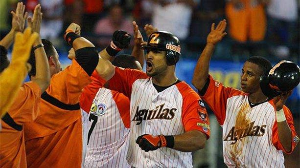 Ernesto Mejía conectó jonrón decisivo.