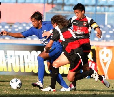 Luis Fruto luchó mucho y marcó el gol de la diferencia.