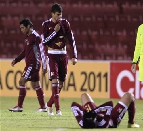 Los jugadores venezolanos lamentaron la derrota.