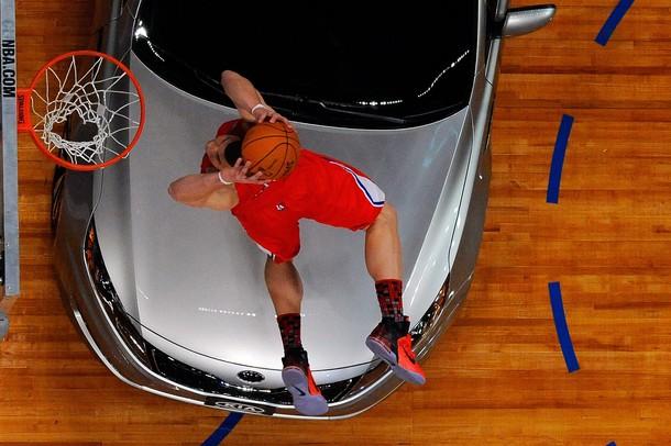 """Blake Griffin """"saltó"""" sobre un carro para ganar el concurso."""