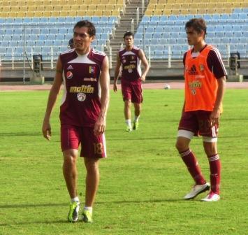 Juan Arango, capitán de la mayor, y Manuel Arteaga, delantero juvenil.