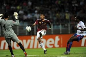 Salomón Rondón, del Málaga, llega para la Copa.
