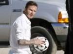 Beckham demuestra su puntería (video)