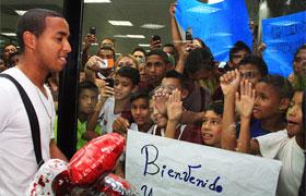 A Yohandry Orozco lo recibieron familiares, amigos y fanáticos.