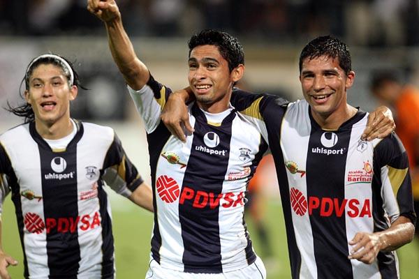 Zamora llega como líder y el empate le basta.