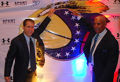 Eric Musselman fue presentado por Carmelo Cortez, presidente de la FVB.