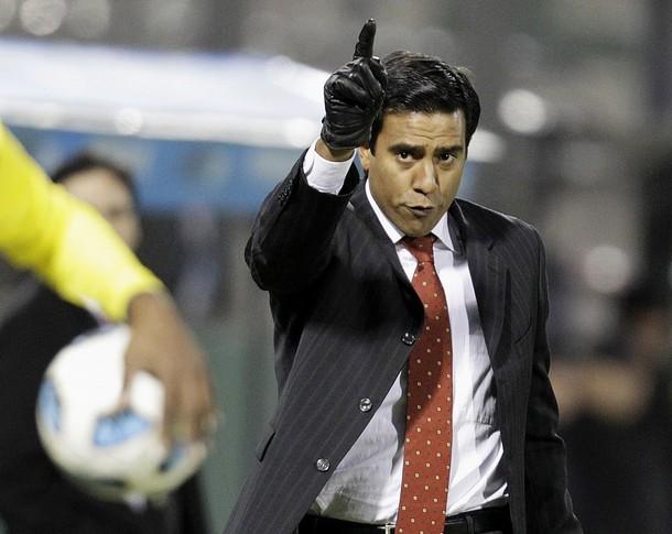 César Farías apunta a lo más lejos en la Copa.