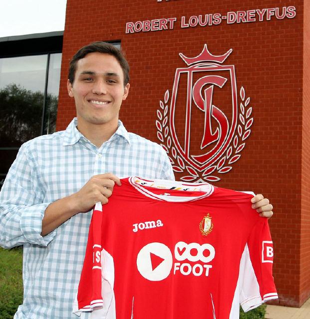 Luis Manuel Seijas ya posó con su nueva camiseta.