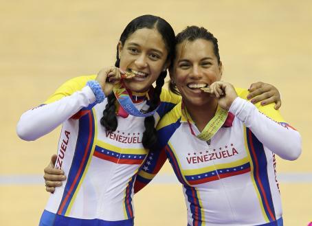 Mariestela Vilera y Daniela Larreal festejaron sus medallas.