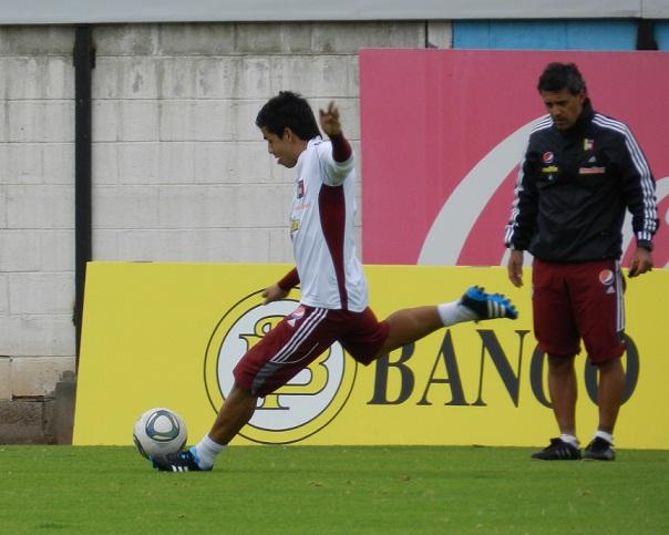 Francisco Flores trabaja con el grupo en Quito.