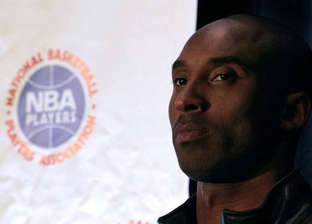 El astro Kobe Bryant podría jugar en Italia si no hay campaña.