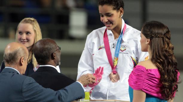 Andreína Pinto, abanderada venezolana, suma tres preseas.