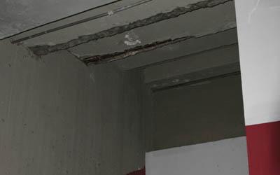 El techo del pasillo principal está cediendo. Foto: La Verdad
