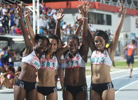 El relevo 4x100 femenino volvió a volar.
