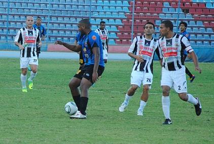 El delantero Edgar Rito no tuvo una opción clara de gol.