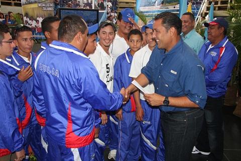 Gobernador Pablo Pérez entregó los premios a los medallistas.