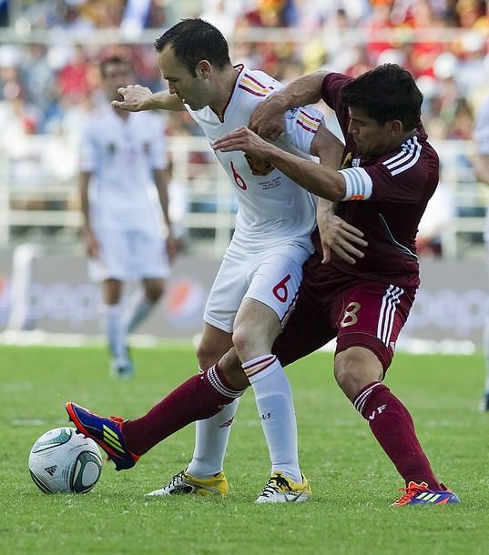 Tomás Rincón volverá a enfrentarse a Andrés Iniesta.