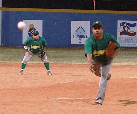 Nervin Torres no pudo contener a la ofensiva de Pastora en la parte final del juego.