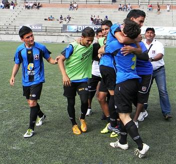 La Sub 18 del Zulia FC celebró su triunfo en el partido de ida.