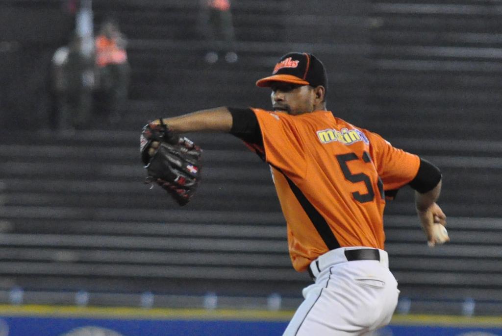 El dominicano César Valdez vuelve con las Águilas.