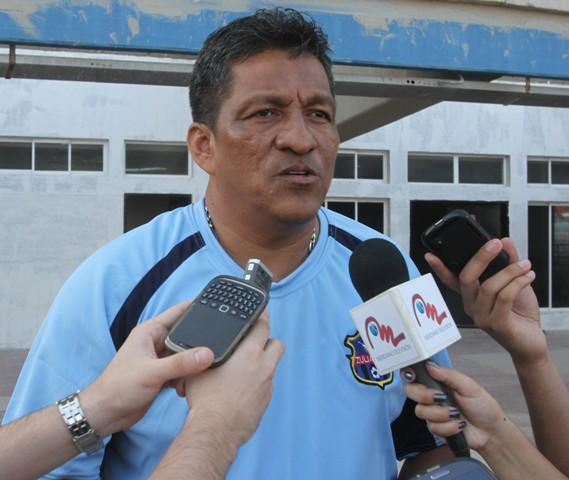 Alex De Alba, DT de Zulia FC, se mostró satisfecho por asegurar la permanencia. Foto: Luis Bravo/Panorama