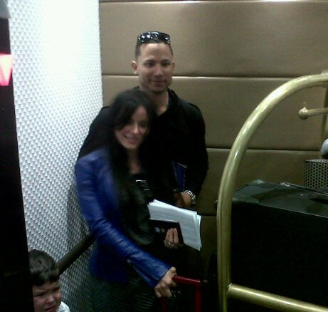 El zuliano Carlos González arribó acompañado de su familia. Foto: Wilmer Reina.