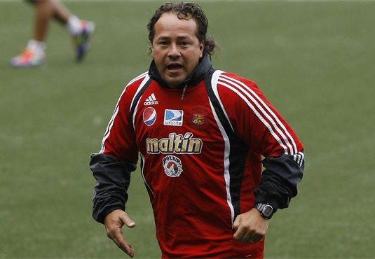 Ceferino Bencomo, DT del Caracas FC, afina detalles para enfrentar a los brasileños. Foto: Líder