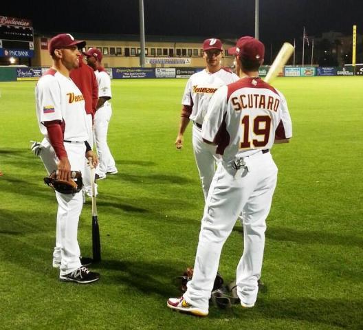 Marco Scutaro junto con Omar Infante (izq) y Martín Prado. Foto: José Rivera