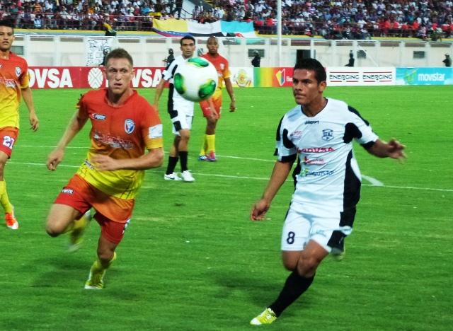 Zamora arrolló a Yaracuyanos en La Carolina y asumió la punta. Foto: Prensa Zamora.