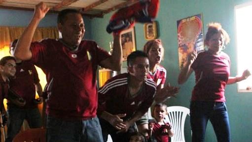 La familia Ponce vivió el juego contra Uruguay de manera intensa. Foto: La Verdad.