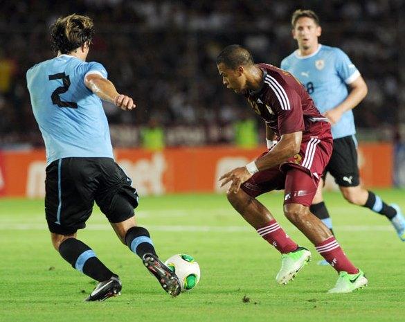 Salomón Rondón lamentó la derrota ante los charrúas.