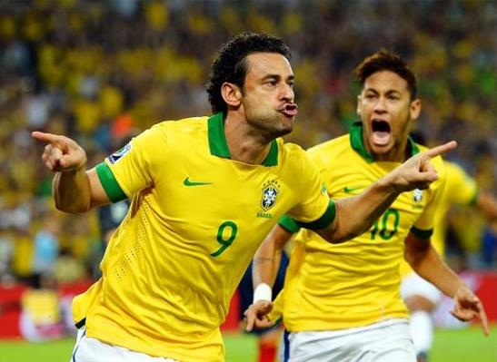 Fred y Neymar condujeron a Brasil al título.