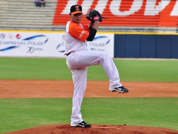 Alex Torres ya tendría el permiso para lanzar en Venezuela.